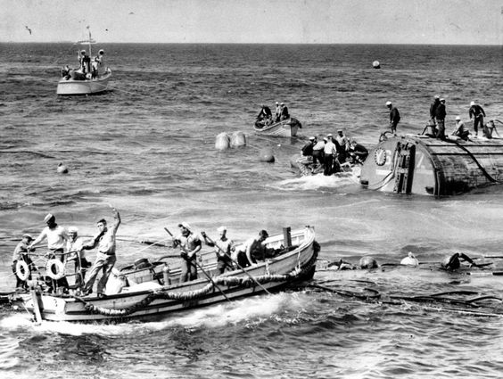 """Rescue Operation: In August 1939, the Navy tried to salvage the sunken """"USS Squalus"""""""