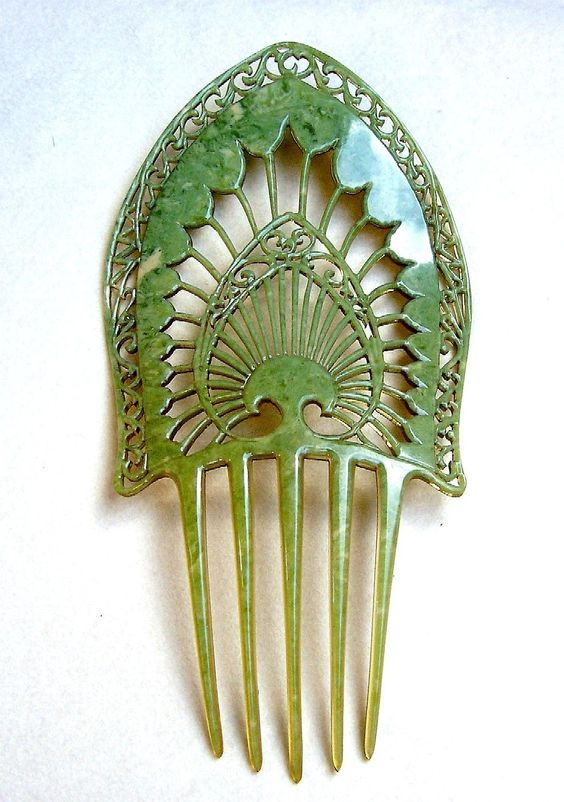 1910-1920s Jade green celluloid art deco mantilla design comb.
