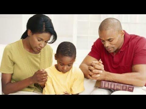 La Santa Biblia Version Biblia De Jerusalen 1976 Isaias 3 Oracion Por La Familia Santa Biblia Familia Orando