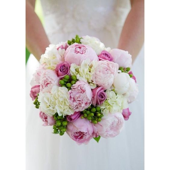 Beautiful #weddingideas  #bouquet #beautiful #weddingstyle #weddingfashion  #instafashion #picksandtips #Alamango #Bridal #Textiles #Wedding #AlamangoBridal #AlamangoTextiles #Malta #LoveMalta #Bridesmaid #WeddingDress