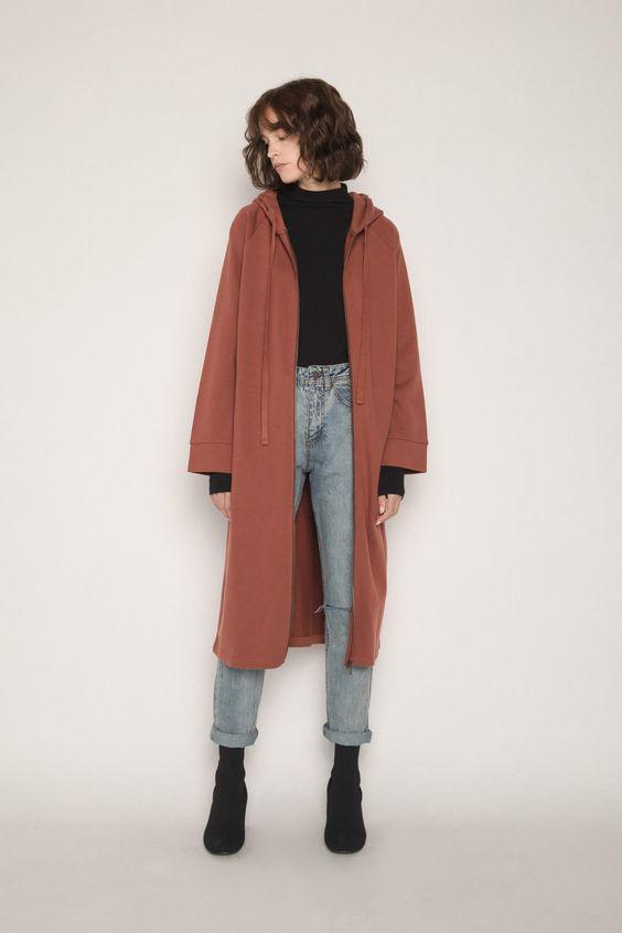 Look calça jeans com sobreposição elegante