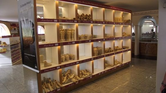 Ex-votos à venda na loja do Santuário da Nossa Senhora Aparecida, documentados em março de 2011 em  Aparecida do Norte-São Paulo.