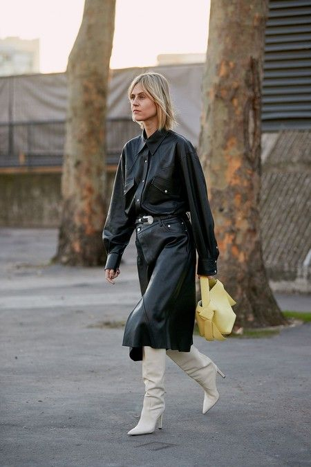 Autumn winter 2020 trends: the total looks of skin and leather are carried.