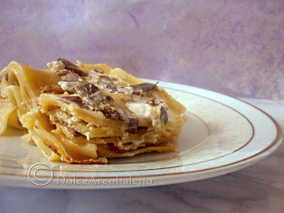 Lasagna ai funghi in bianco, ricetta gustosa Lasagna with mushrooms in white, tasty recipe