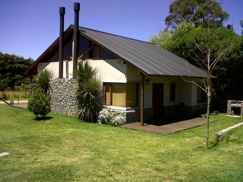 Las Cabañas del Sur Chapadmalal Offering a garden, Las Cabañas del Sur is located in Chapadmalal, 400 metres from the beach. The property is located within a 1 hectare and a half estate. Mar del Plata is 21 km from the property. Free private parking is available on site.