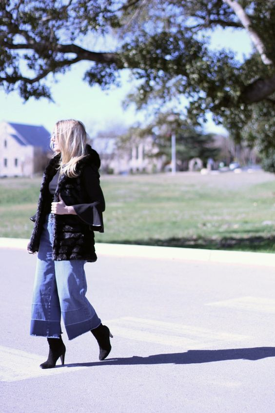 HOW TO WEAR CROPPED JEANS (WHEN YOU ARE PETITE)