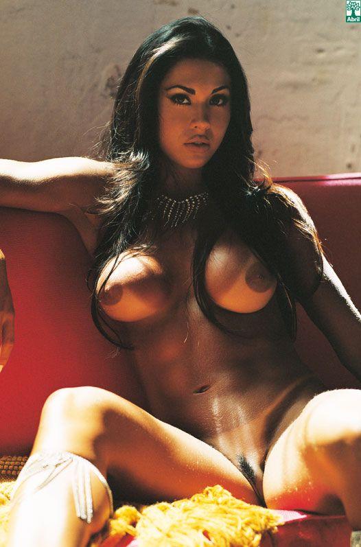 Confira as fotos da rainha do carnaval,Gracyanne Barbosa, capa da playboy de fevereiro de 2007!