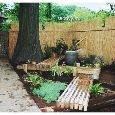 Lovely herb garden path and benches. Pinned for pictures only, article is in Russian.
