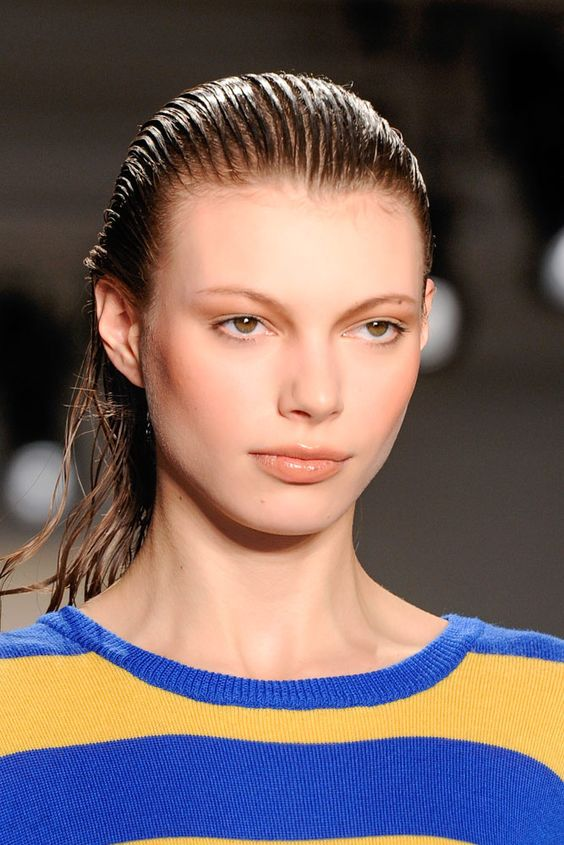 15 looks para inspirarte a llevar el 'wet hairstyle' esta temporada JEREMY SCOTT