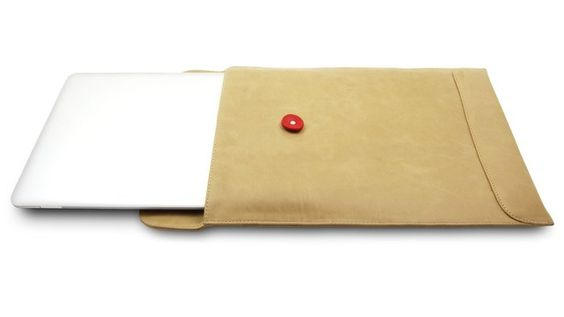 Love this leather envelope sleeve for a Macbook - stylish!