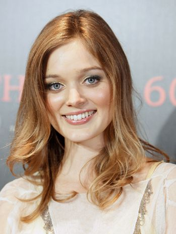 we adore dark shadows actress bella heathcote s strawberry blonde locks red heads pinterest