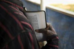 Estrangeiros são expulsos da Arábia Saudita por carregarem Bíblias