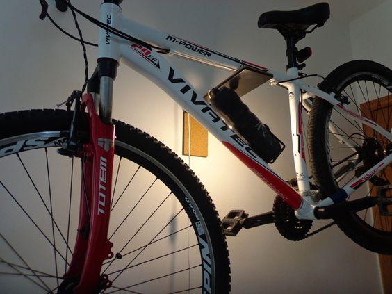 Conheça nossos novos modelos de Suporte de Parede para Bicicleta, em aço com pintura epóxi e revestimento em cortiça, opção de colocar trava ou cadeado e kit iluminação Acesse www.lampistore.com.br