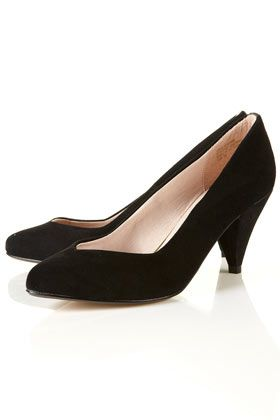 Classic style black velvet pump. Love the V cut angle on top and ...