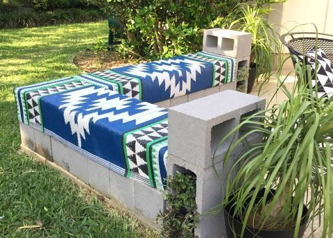 Create More Outdoor Seating With A Diy Cinderblock Bench Outdoorideasseating Diy Bench Outdoor Diy Patio Bench Outdoor Bench