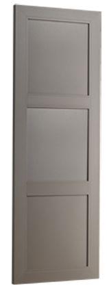 VOLET B4: Le volet isolant B4 est particulièrement adapté aux grandes fenêtres des maisons de maître. Il est composé d'un cadre alu 77/33 et de deux travers à rupture de pont thermique. Les trois panneaux pleins isolés sont en 3 parties : 2 tôles d'aluminium et un isolant. L'assemblage est réalisé après le thermolaquage, sans aucun système de montage apparent. Le cadre est coupé à 45°.