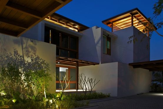 The Courtyard House | por Hiren Patel Architects