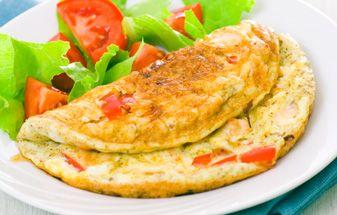 Dia 1 Tortilla de atún con pimientos rojos: 1 huevo entero mediano (60 g) más 1 clara; 1 lata de atún al natural; 40 g de pimiento rojo asado; 1 c.s. de aceite de oliva