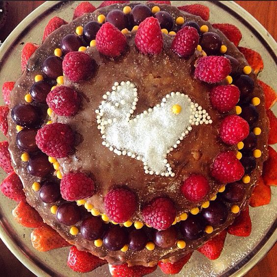 Naked cake morango passarinho