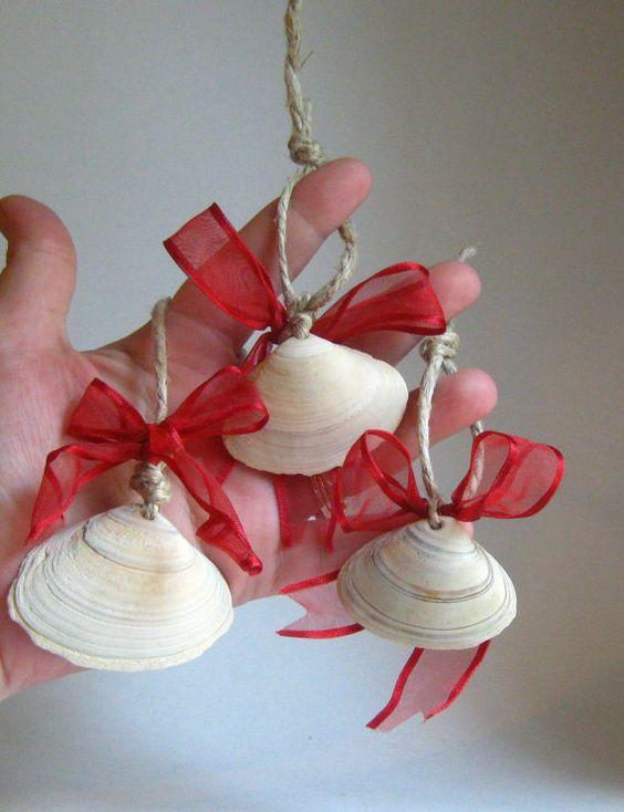 Sea shell ornaments christmas to do 39 s pinterest for Seashell ornament ideas