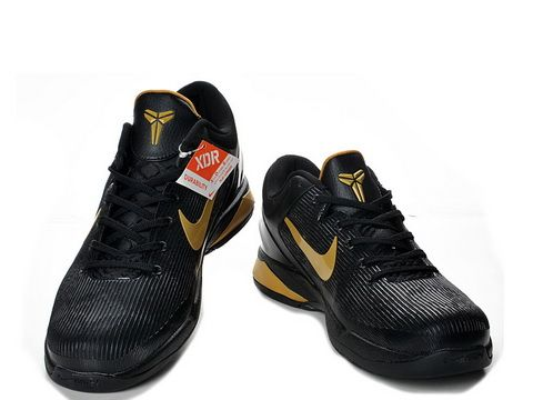 Nike Zoom Kobe 7 Black Metallic Gold,It sports a black upper with gold accents