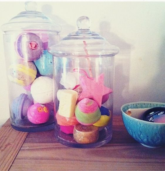 Store lush bath bombs & bubble bars in glass apothecary jars. YES!