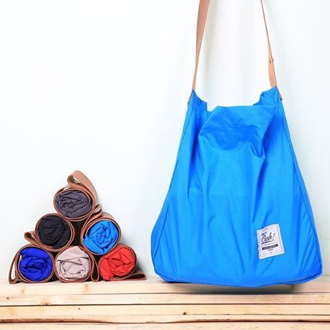 Need something that can carry your stuff and you still looks great and nice while wearing it? Go grab your Tote Bag Nylon from Cub Traveler  IDR 125.000  More info : +62-859 7403 3000 line: cub.traveler BBM: 59968A7A mail: cub.bags@gmail.com  #totebag #tote #bag #local #localbrand