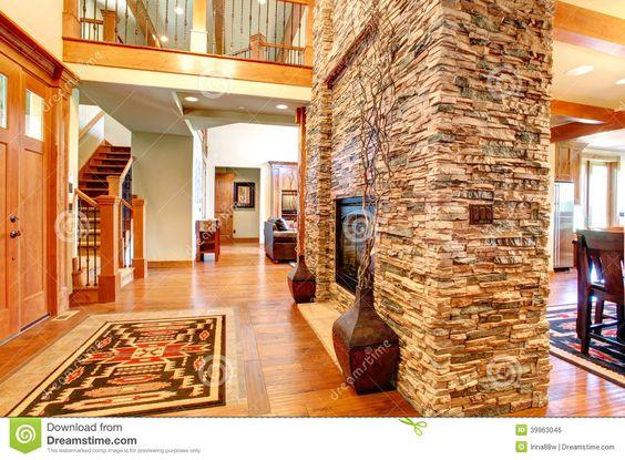 Interior de lujo de la casa pared de piedra con la - Pared interior de piedra ...