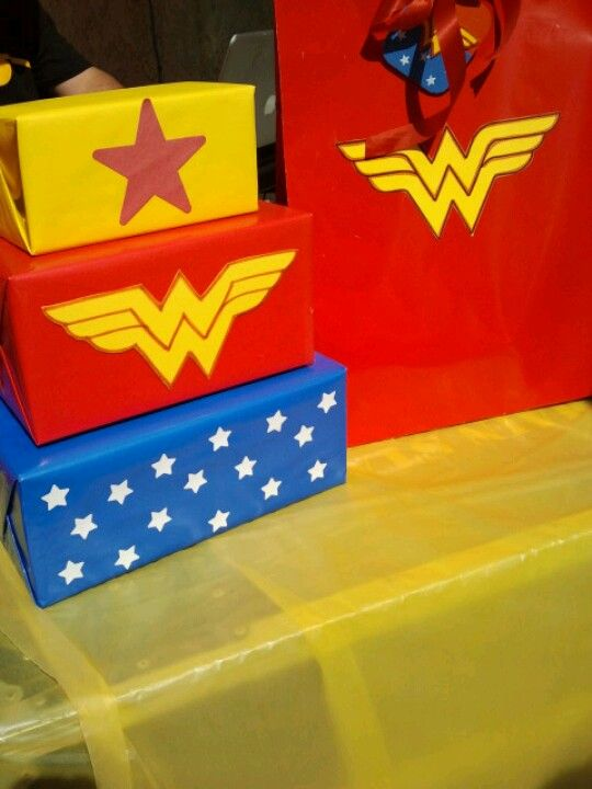 Women 39 s gift gift wrapping and wonder woman on pinterest for Decoracion wonder woman
