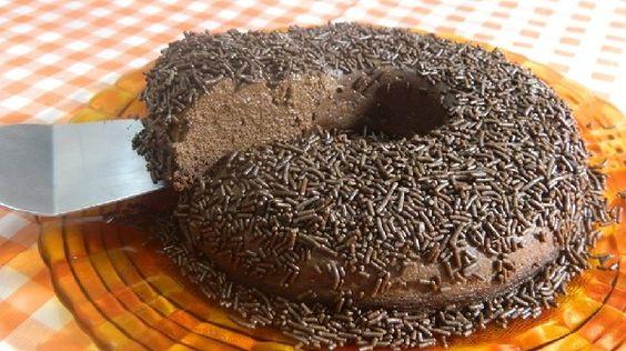 O Pudim de Brigadeiro é uma sobremesa deliciosa e fácil de fazer, ideal para comer no meio da tarde, quando dá aquela vontade de comer um docinho. Prove e
