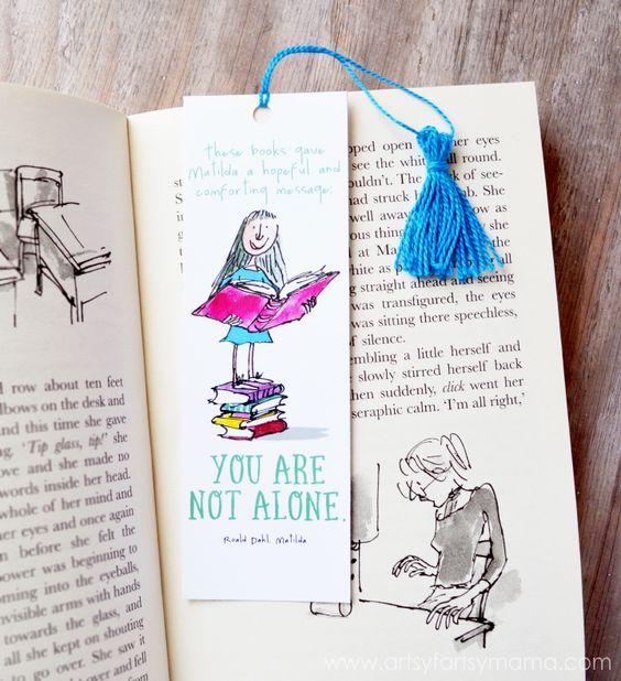 Free Printable Roald Dahl Bookmarks and DIY Mini Tassel Tutorial at artsyfartsymama.com