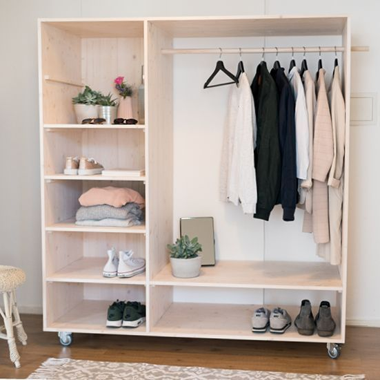 Cooler Offener Diy Kleiderschrank Mit Viel Platz Und Stauraum Fur Kleidung Schuhe Und Alle Fashion Pieces Hall Furniture Diy Wardrobe Wooden Closet
