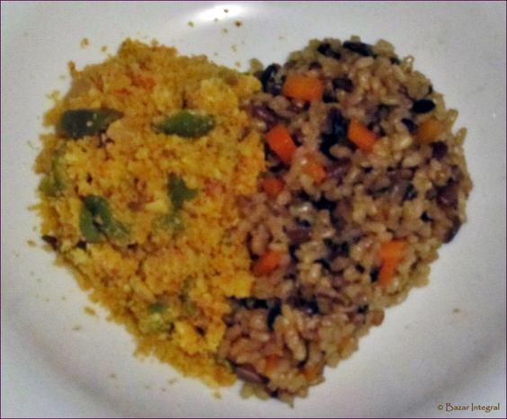 Farofa com tomate e azeitona, arroz com cenoura e semente de girassol http://bazarintegral.blogspot.com.br/2014/07/farofa-com-tomate-e-azeitona.html