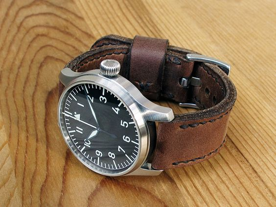 Stowa Flieger Automatik on cocoa leather with dark brown stitching. © Peter Bachum