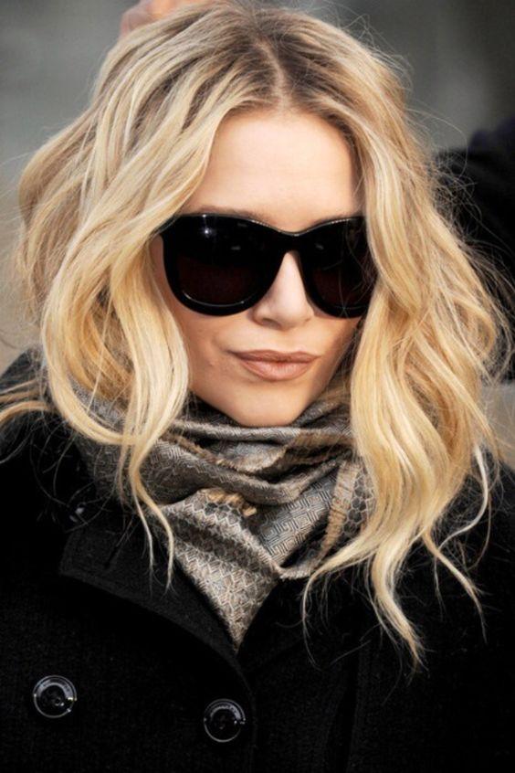 Blonde hair color lip color
