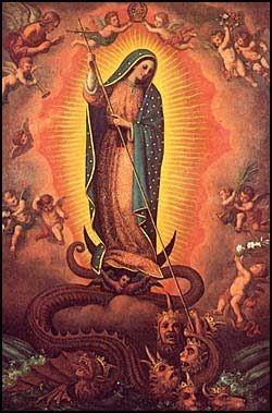 No siempre se represetna a la Virgen de actitud pasiva. Guerrera en su lucha contra el demonio.