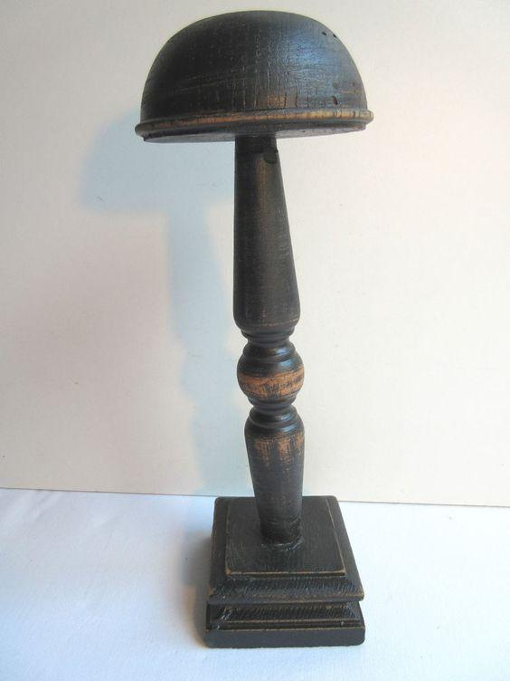 Porte-chapeau en bois noirci, pied carré, mât en bois tourné, style Art Déco