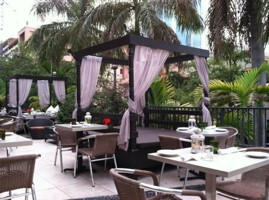 Outdoor seating restaurant seating and restaurant on for Restaurants with outdoor seating