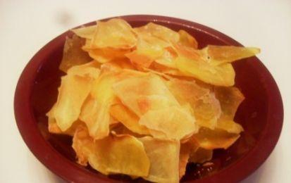 Chips al forno croccanti - Un'idea stuzzicante per arricchire il vostro buffet con delle semplici patatine home made e fare bella figura con gli ospiti.
