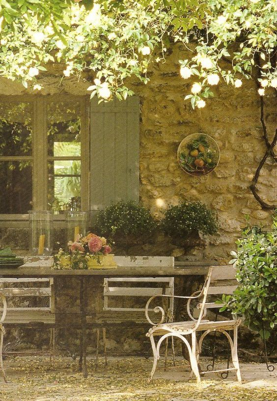Provence dining area in romantic courtyard. Romantic French Country Garden Courtyard Ideas. #provence #garden #dining #courtyard #frenchfarmhouse #frenchcountry