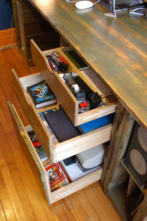 Bureau de travail / Work desk 2010 Bois de grange et de palettes Barn and crate wood