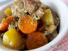 Acém na Frigideira, uma comida bem comfort food para o seu almoço da semana. Clique na imagem para ver a receita no blog Manga com Pimenta.