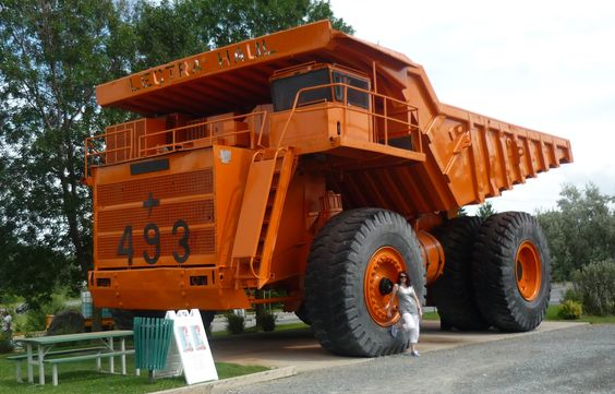 Google Image Result for http://upload.wikimedia.org/wikipedia/commons/7/74/Lectra_Haul_giant_mining_truck-Asbestos,_Quebec.jpg
