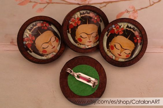Frida Kahlo illustrated brooch - Wooden cameo with drawing