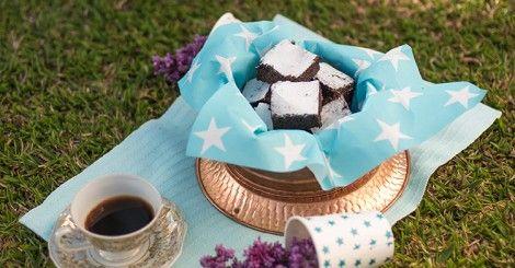 Brownie sem glúten e sem lactose | 4 ovos, 80g (3/4 xíc.) cacau em pó, 220g (1 e 1/2 xíc.) açúcar, 120ml (1/2 xíc.) óleo de canola, 100g (1 xíc.) farinha de amêndoas, 1 colh (chá) extrato de baunilha, 1 colh (chá) sal | Forno pré-aquec 180ºC, 20 min | @chatadegalocha #ochefeachata #brownie #cacau