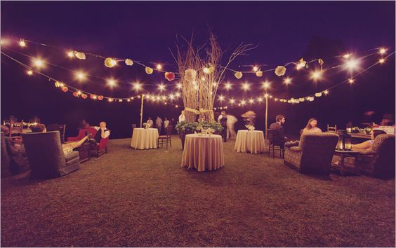 love additional outdoor spaces at weddings, too...