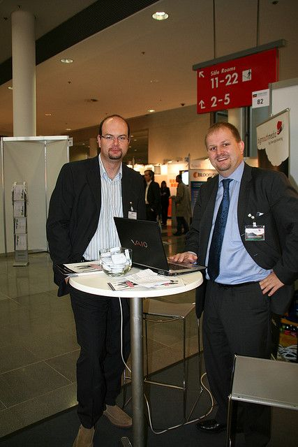 Konstantin Kasapis, Interactive Sales Manager bei Austrian Airlines und Sebastian Sommerer, Head of Business Development bei bigmouthmedia auf der Internet World 2007     Become a Affiliate Marketer  http://hbb6.com/af2/