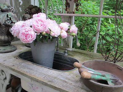 ♕ Nella's wonderful outdoor potting bench