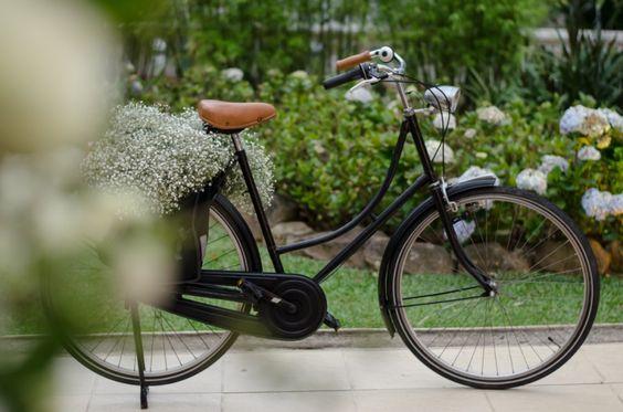 Casamento boho: arte floral na bike - Foto Tathi Carvalho
