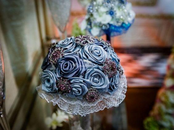 Foto de Eternity - Buquês de broche http://www.casamentos.com.br/acessorios-noivas/eternity-buques-de-broche--e122103